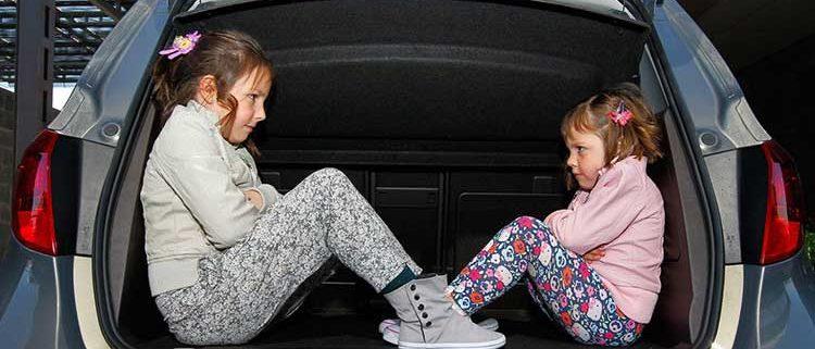 evitar que los niños se mareen en el coche